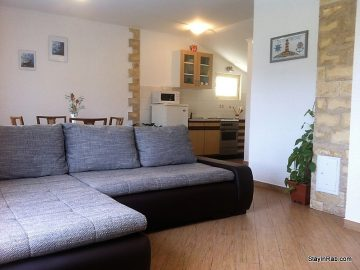 stay in rab apartmentsD1 1 360x270 - Apartment Andrea